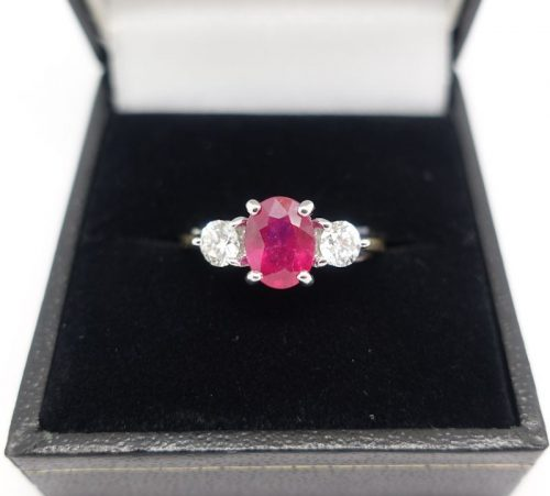 Ladies Ruby and Diamond 3 stone ring
