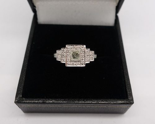 Ladies 18ct  Art Deco Diamond cluster ring