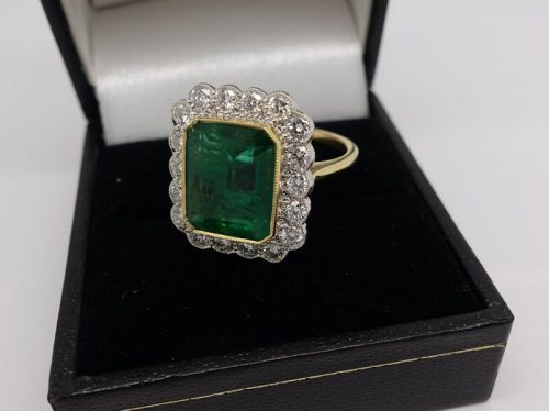 Ladies 18ct Emerald and Diamond cluster ring