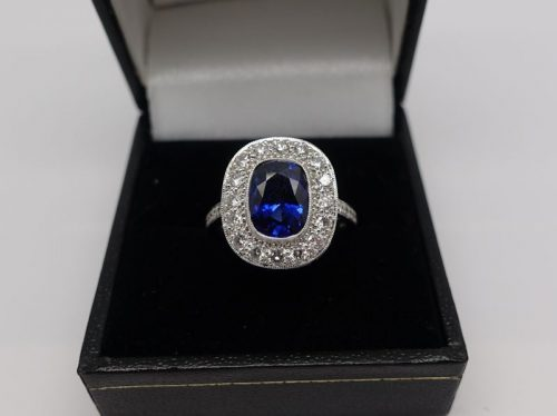 Ladies 18ct White gold diamond and Sapphire ring