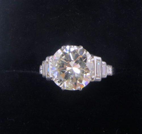 Bargain Diamond Solitaire with Shoulder Set Diamonds