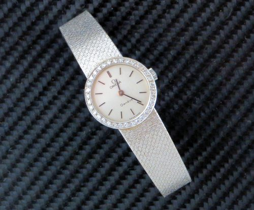 Bargain vintage Ladies 18ct gold diamond Omega